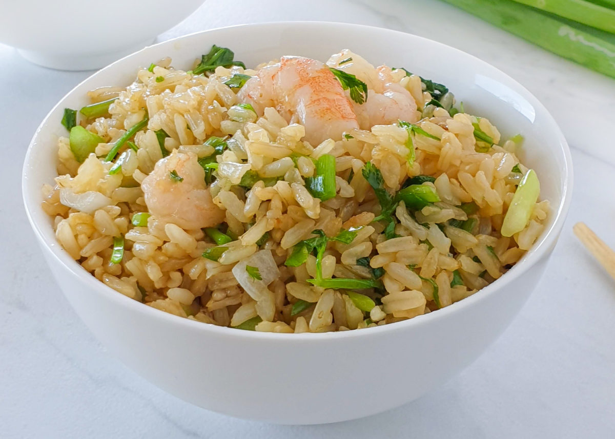 Chinese style Stir-fried rice with brown rice and shrimp.